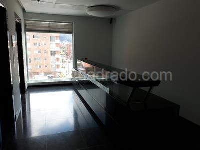 Arriendo de Local Comercial en SANTA BARBARA OCCIDENTAL, Bogotá D.C. con  Estrato 5 y Área 347.0 m2
